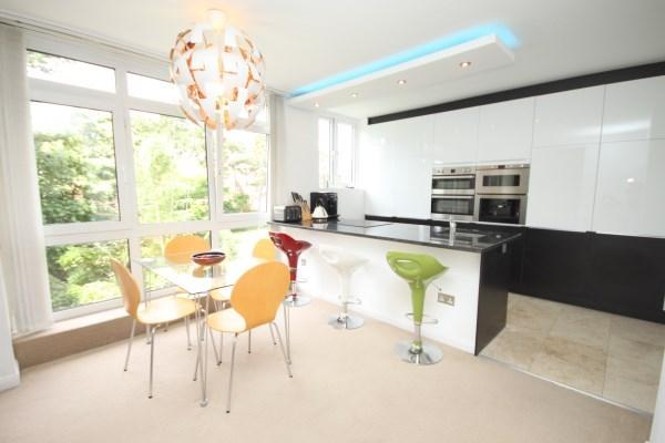 2 Bedrooms Apartment Flat for sale in West Cliff Road, West Cliff, Bournemouth