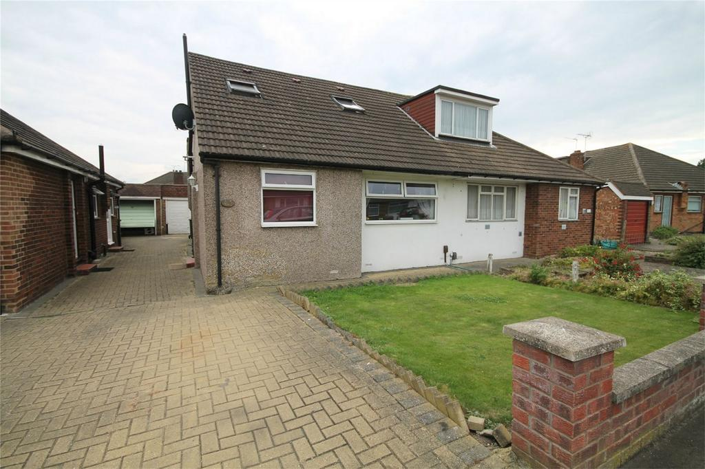 3 Bedrooms Semi Detached Bungalow for sale in Bedfont Close, Feltham, Middlesex