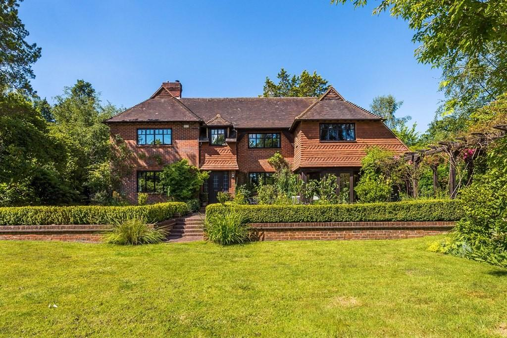 4 Bedrooms Detached House for sale in New Road, Wormley, Godalming, GU8