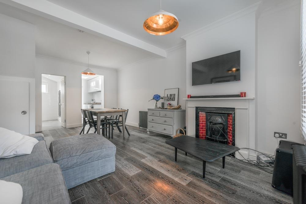 2 Bedrooms Terraced House for sale in Nutbourne Street, London, W10
