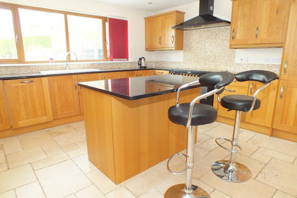 4 Bedrooms Detached House for sale in Brinkworth