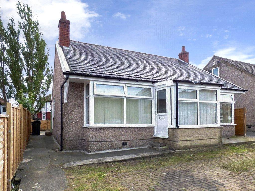2 Bedrooms Detached Bungalow for sale in Thorn Avenue, Bradford, West Yorkshire