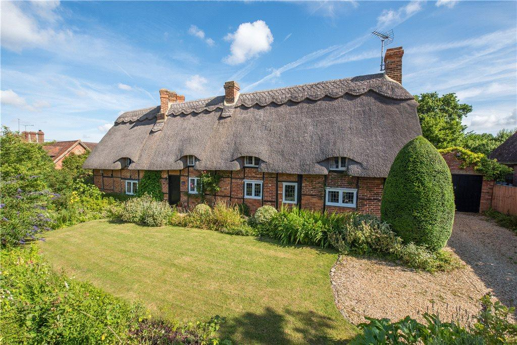 5 Bedrooms Unique Property for sale in Orchard Way, Botolph Claydon, Buckinghamshire