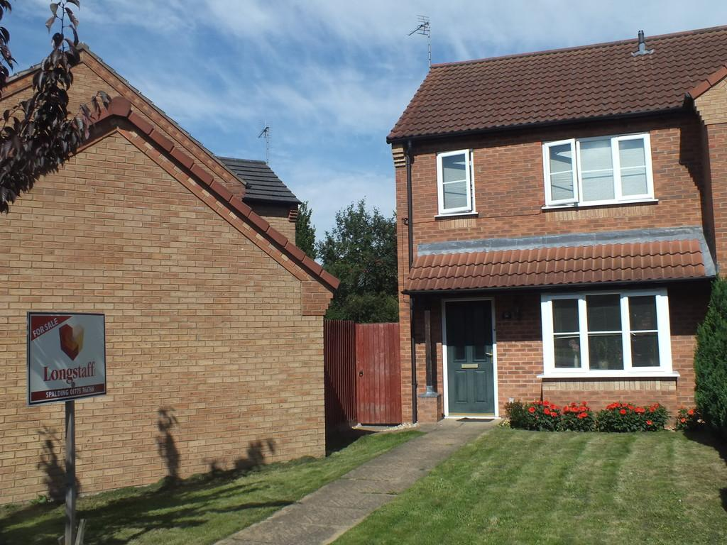 3 Bedrooms Semi Detached House for sale in Harveys Close, Spalding
