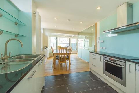 3 bedroom flat to rent - West One House, Fitzrovia, W1