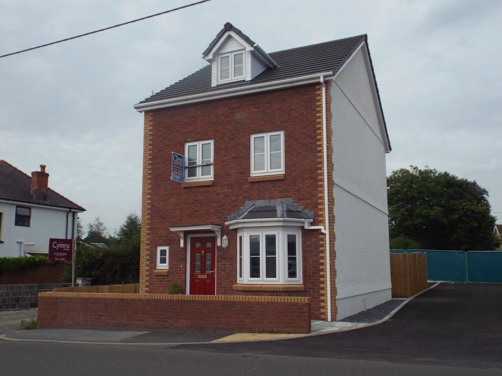 4 Bedrooms Detached House for sale in 1 Heol Llys Manon, Llandybie