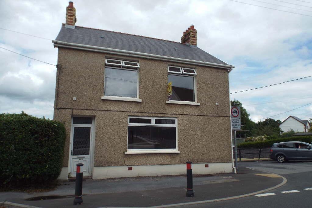 3 Bedrooms Detached House for sale in Carmarthen Road, Crosshands, Cross Hands, Llanelli