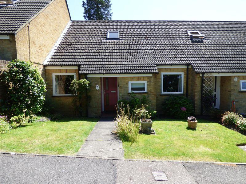 2 Bedrooms Retirement Property for sale in Tower House Close, Cuckfield