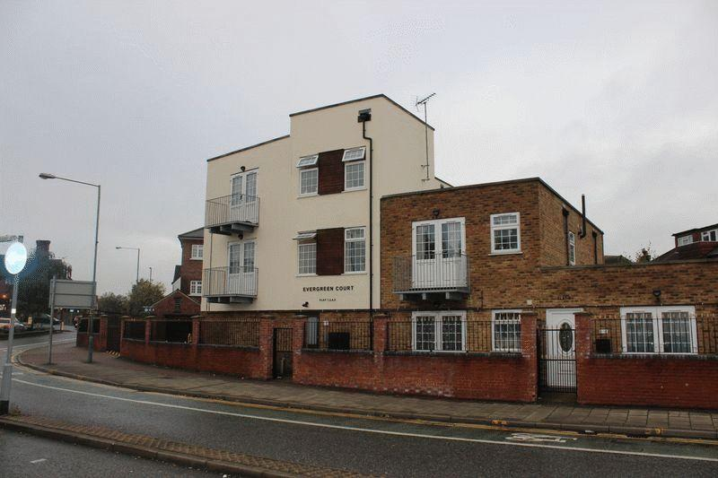 1 Bedroom Ground Maisonette Flat for sale in Evergreen Court, Nash Way, Kenton, Middlesex, HA3 0AW