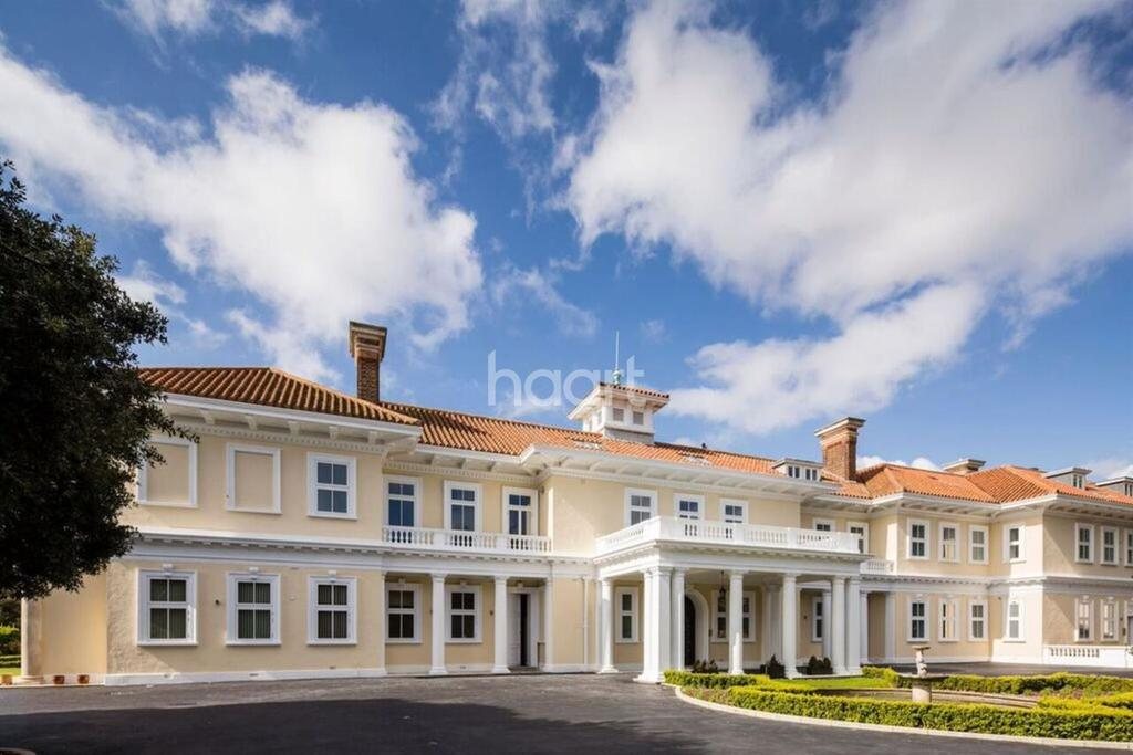 2 Bedrooms Flat for sale in Pavilion Park, Bevan Mansions, North Foreland, Bro