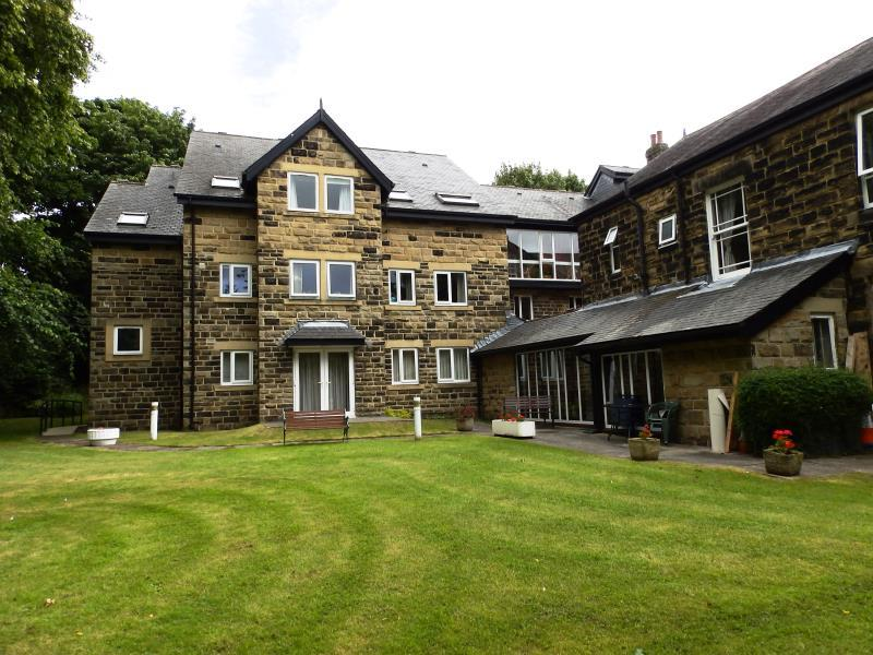 2 Bedrooms Flat for sale in HOLMWOOD, 21 PARK CRESCENT, LEEDS, LS8 1DH
