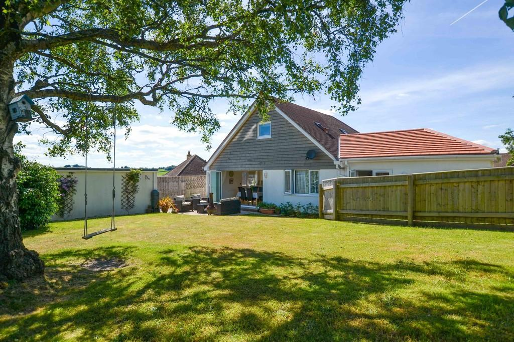 4 Bedrooms Detached House for sale in St Lukes Close, Newton Abbot