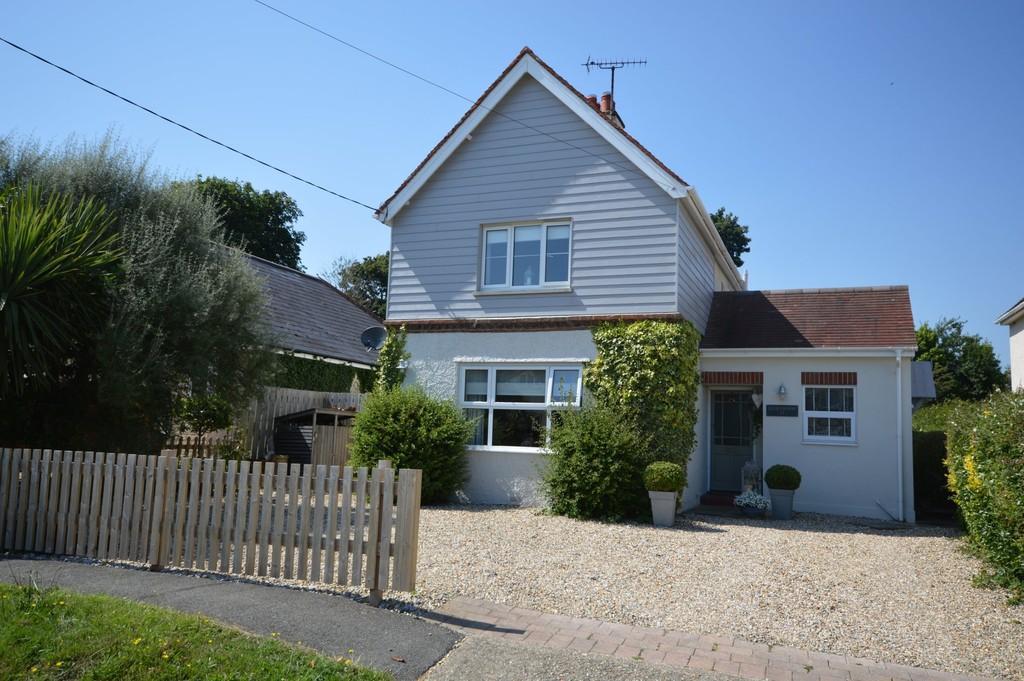 4 Bedrooms Detached House for sale in Howgate Lane, Bembridge