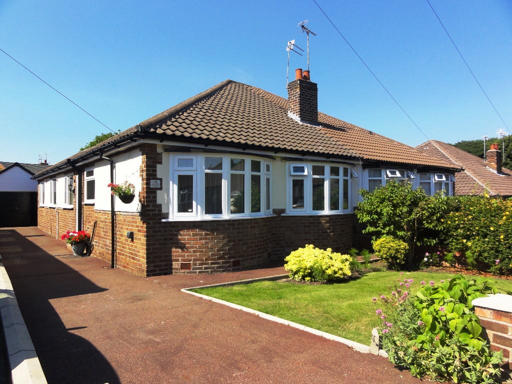 3 Bedrooms Semi Detached Bungalow for sale in Vyner Road North, Gateacre, Liverpool L25