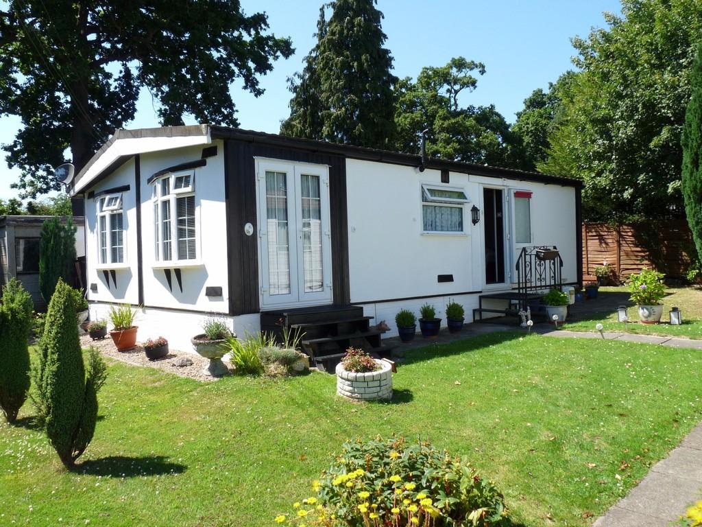 2 Bedrooms Park Home Mobile Home for sale in Edenbridge outskirts
