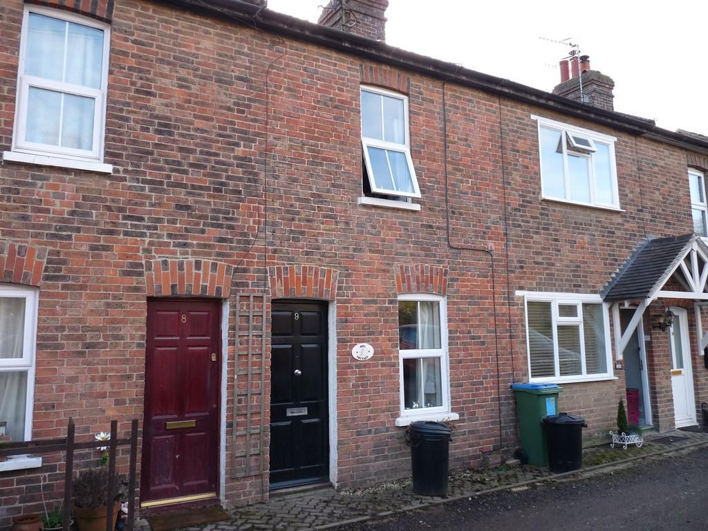 2 Bedrooms Terraced House for rent in Edenbridge, Kent, TN8