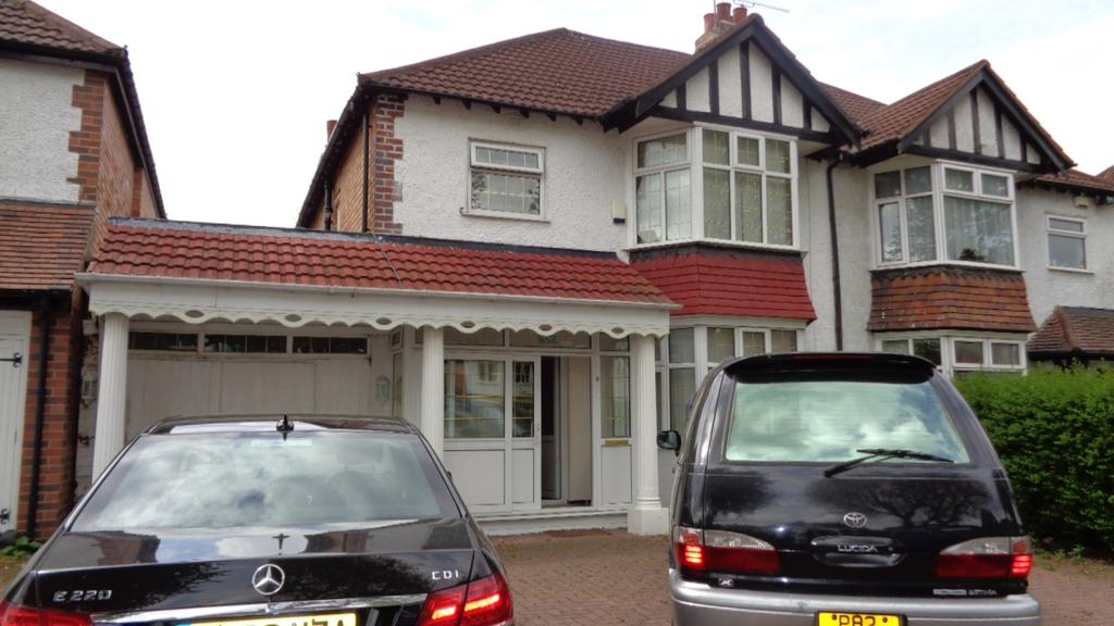4 Bedrooms Semi Detached House for sale in Shirley Road, Hall Green, Birmingham B28