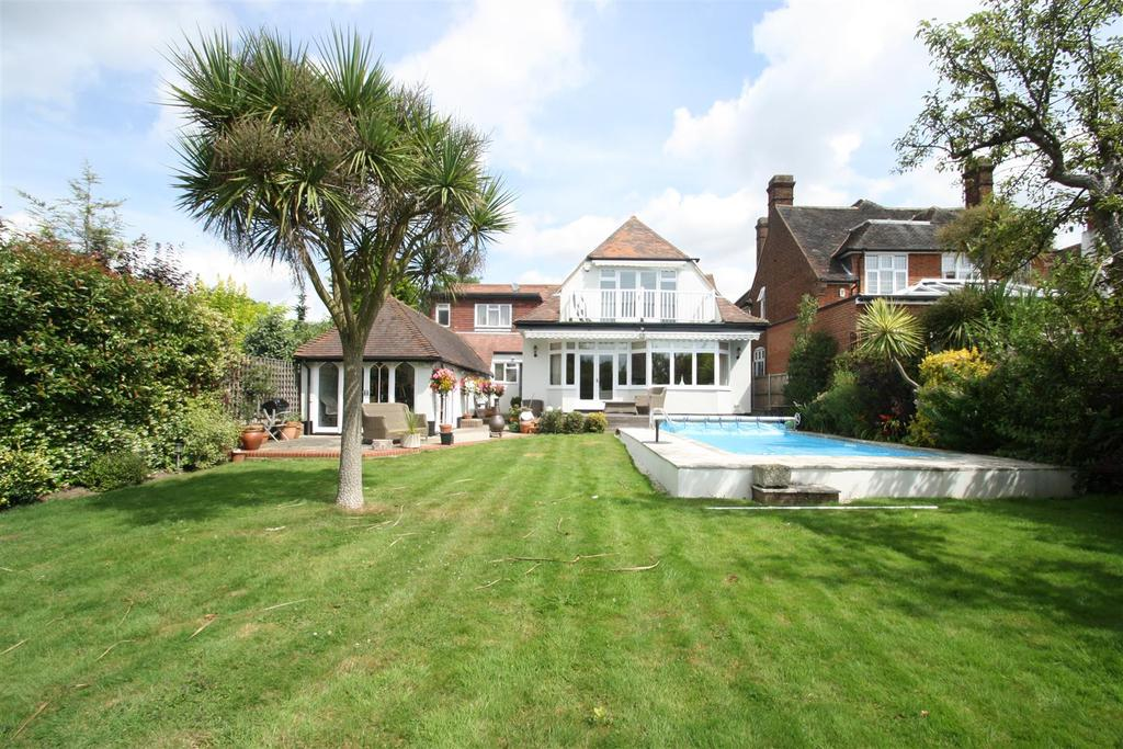 4 Bedrooms Detached House for sale in Imperial Avenue, Westcliff-On-Sea