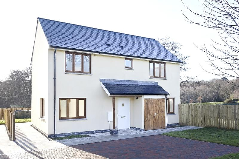 3 Bedrooms Detached House for sale in St. Peters Close, Llanbedr, Crickhowell, Powys.