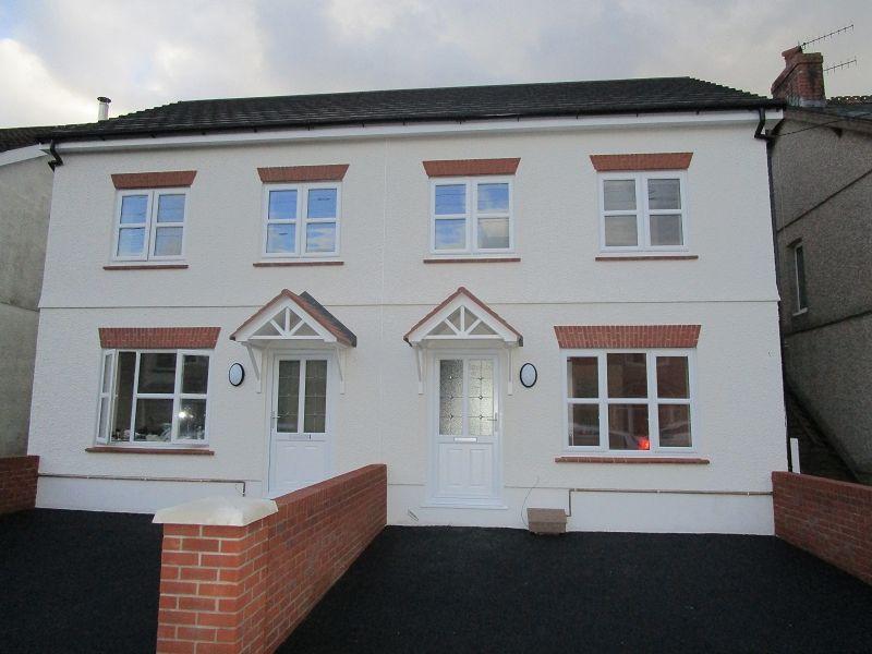 3 Bedrooms Semi Detached House for sale in Wind Road, Glanrhyd, Ystradgynlais, Swansea.