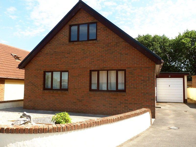 4 Bedrooms Detached House for sale in Parc Newydd, Foelgastell, Llanelli, Carmarthenshire.