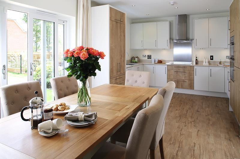 4 Bedrooms Detached House for sale in Ashdown Vale, Lake Lane, Barnham, PO22