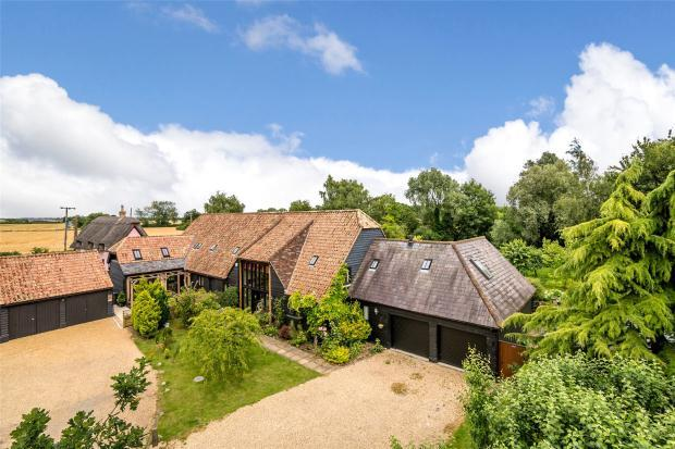 5 Bedrooms Semi Detached House for sale in Lower Farm Barns, Long Lane, Fowlmere, Cambridgeshire