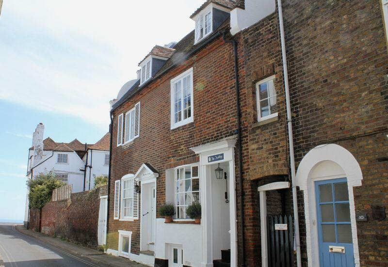 3 Bedrooms Terraced House for sale in Deal Conservation Area
