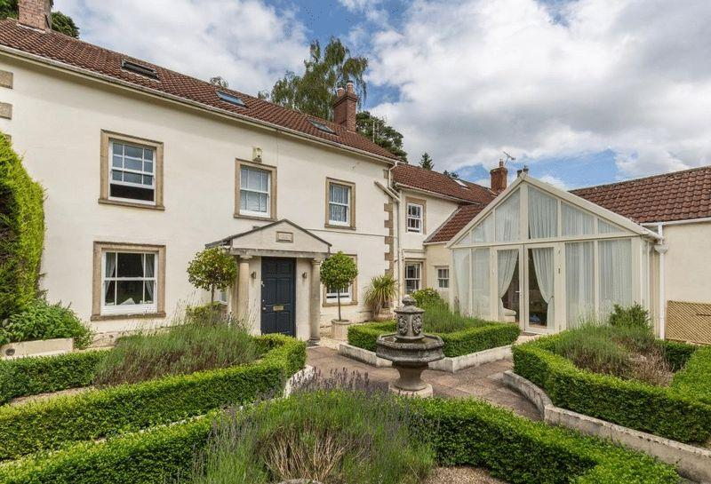 5 Bedrooms Semi Detached House for sale in High Street, Oakhill