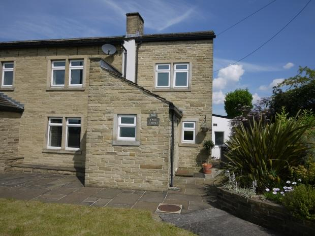 3 Bedrooms Semi Detached House for sale in Lane Top Birkby Lane Bailiff Bridge
