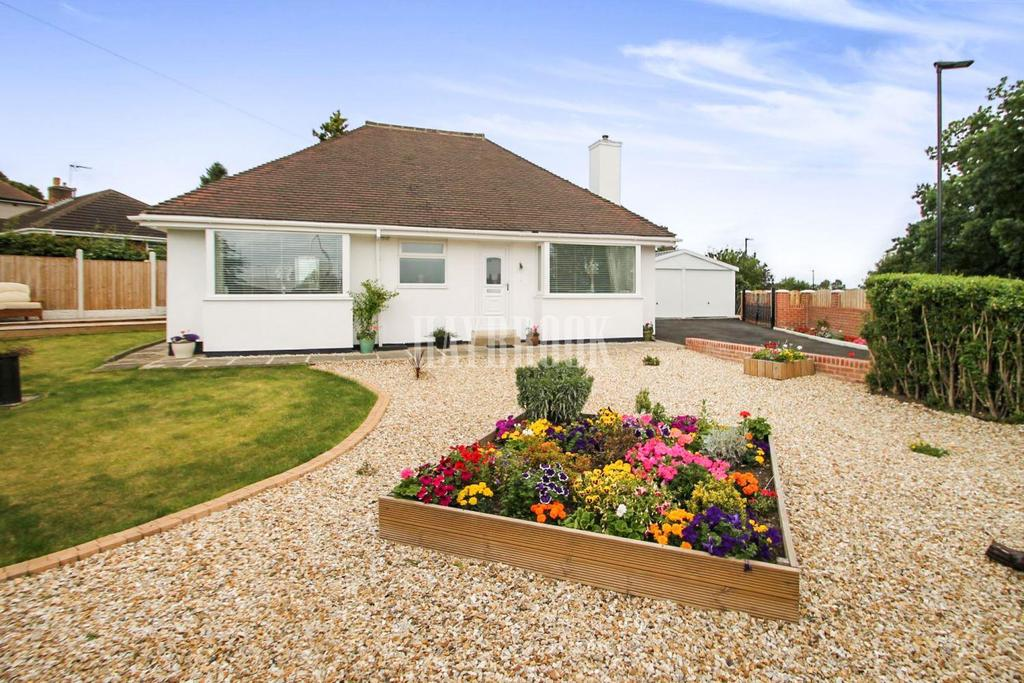 2 Bedrooms Bungalow for sale in Rotherham Road, Halfway