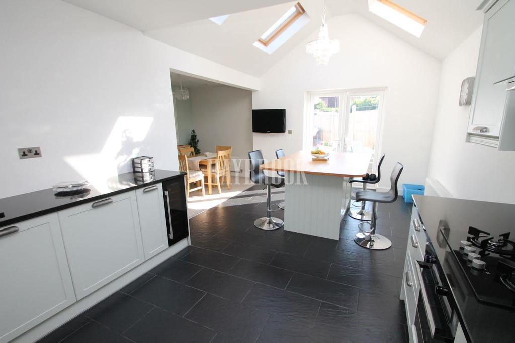 2 Bedrooms Bungalow for sale in Rotherham Road, Halfway
