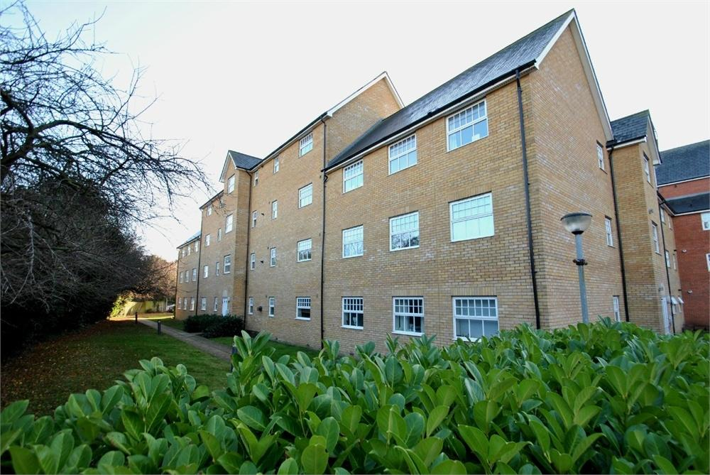2 Bedrooms Flat for sale in Malyon Close, Rayne Road, Braintree, Essex