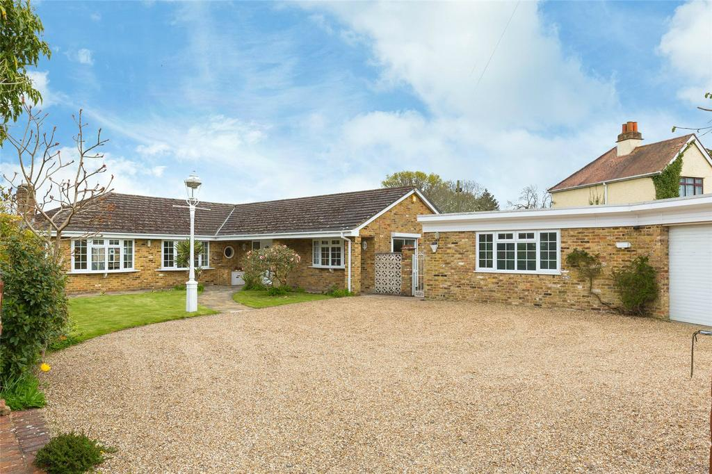 3 Bedrooms Detached Bungalow for sale in Denham Lane, Chalfont St Peter, Buckinghamshire