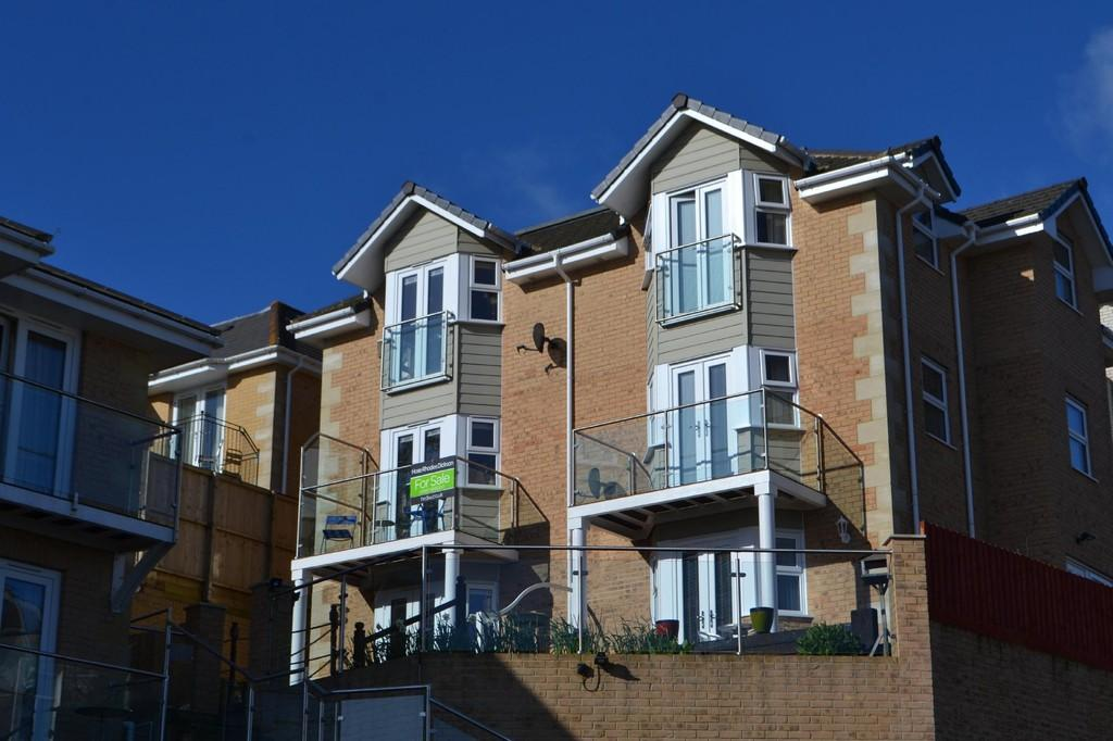 3 Bedrooms Semi Detached House for sale in Prospect Road, Shanklin
