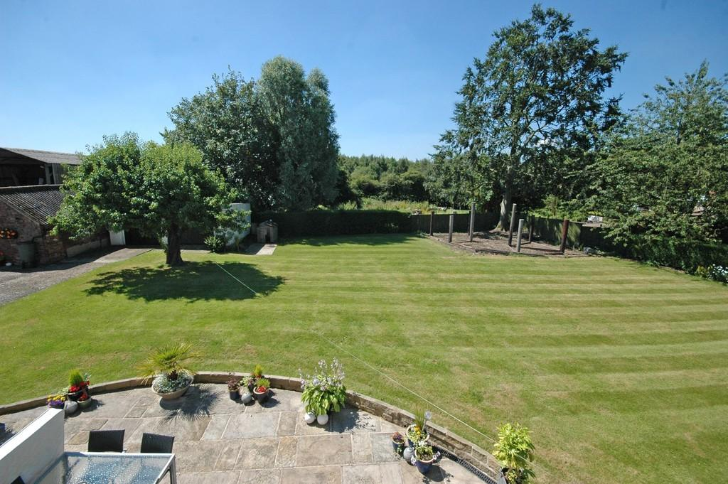 4 Bedrooms Detached House for sale in Doncaster Road, Foulby
