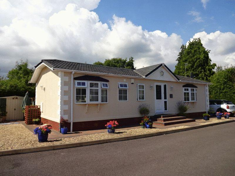 2 Bedrooms Park Home Mobile Home for sale in Cleobury Road, Kidderminster DY14 9EB