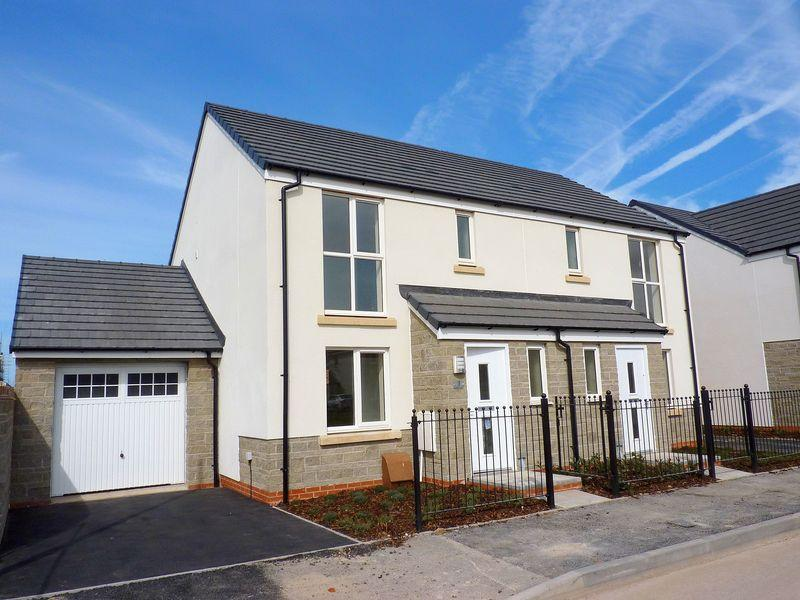 3 Bedrooms Semi Detached House for rent in Martinet Walk, Weston Super Mare