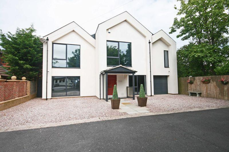 4 Bedrooms Detached House for sale in ** OPEN TO VIEW 29TH JULY 2017 1.30PM - 2.30PM NO APPOINTMENT NECESSARY ** Redtrees Holmefield Avenue,...