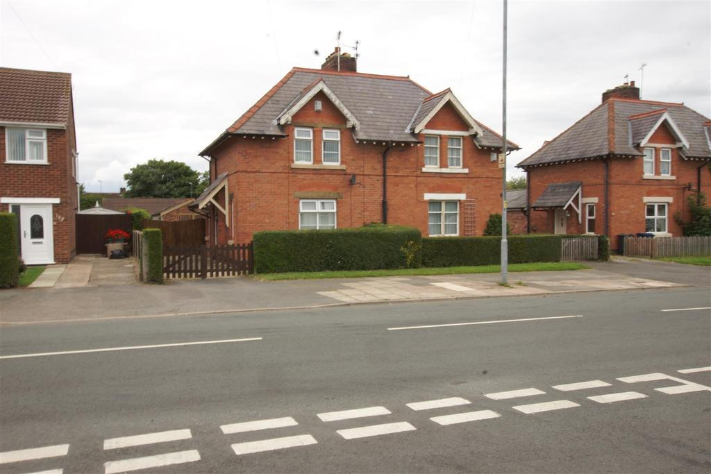 2 Bedrooms Semi Detached House for sale in Saughall Road Chester CH1 5EZ