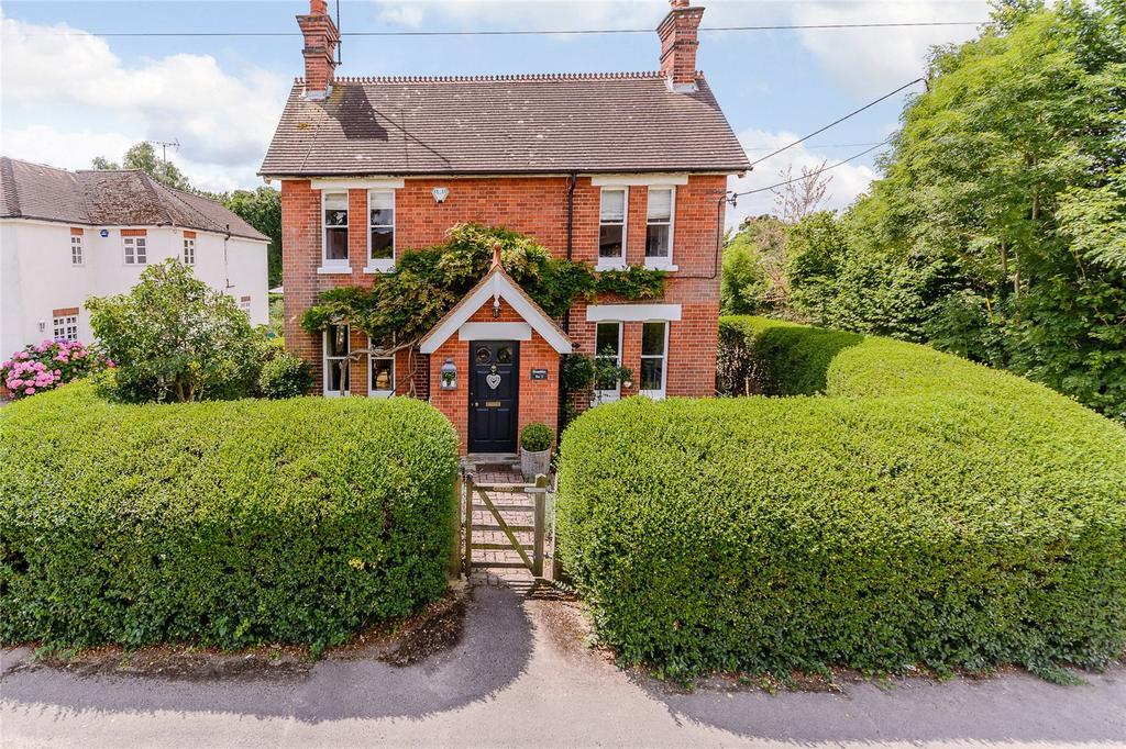 3 Bedrooms Detached House for sale in Woodside Road, Winkfield, Berkshire