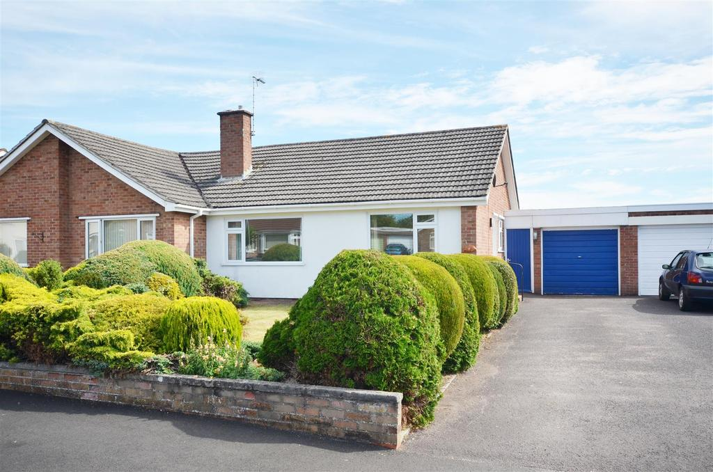 2 Bedrooms Semi Detached Bungalow for sale in Upcot Crescent, Taunton