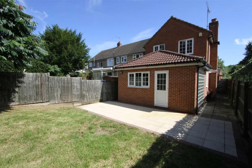 4 Bedrooms Detached House for sale in Norsey Close, Billericay, Essex, CM11 1AP