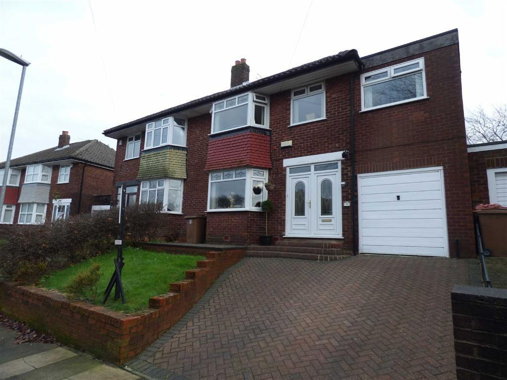 5 Bedrooms Semi Detached House for sale in Worcester Road, Alkrington, Manchester, M24