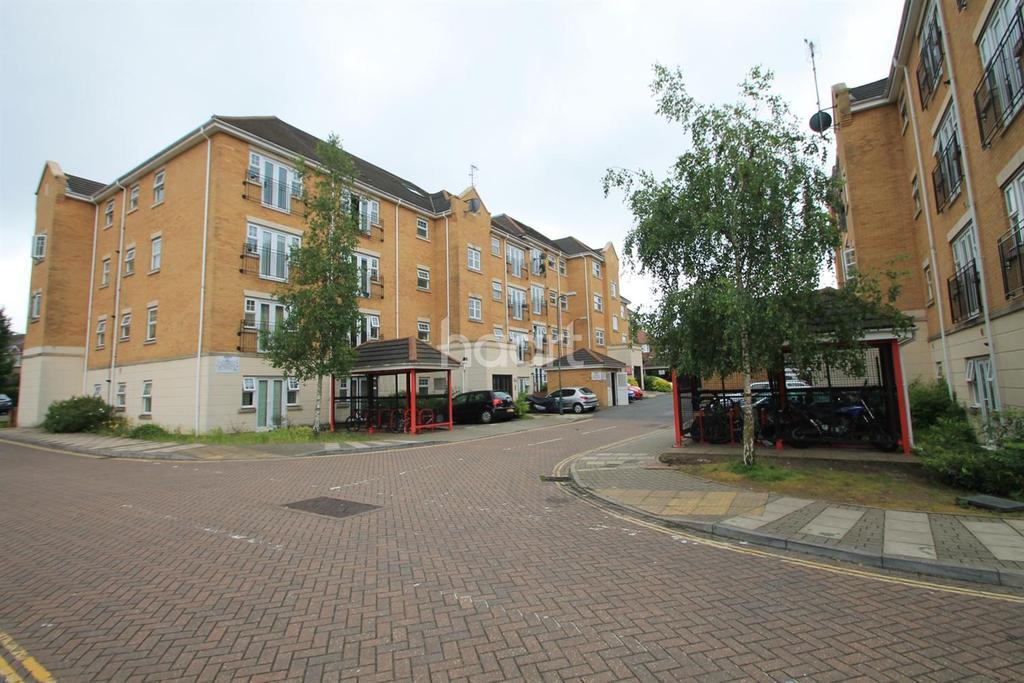 2 Bedrooms Flat for sale in Warren Way, Edgware, HA8