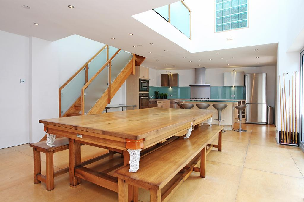 4 Bedrooms Detached House for sale in Summerley Street, London SW18
