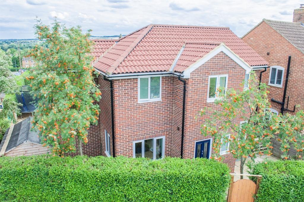 3 Bedrooms Detached House for sale in Parkside, Upper Gravenhurst, Bedford