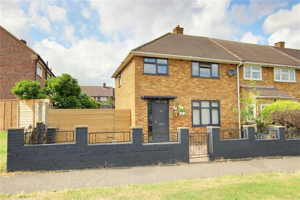 3 Bedrooms End Of Terrace House for sale in Durnell Way, Loughton, Essex