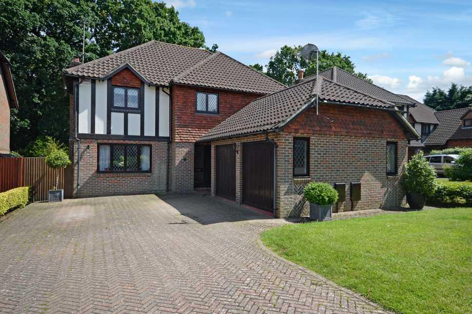5 Bedrooms Detached House for sale in Willesborough Lees, TN24
