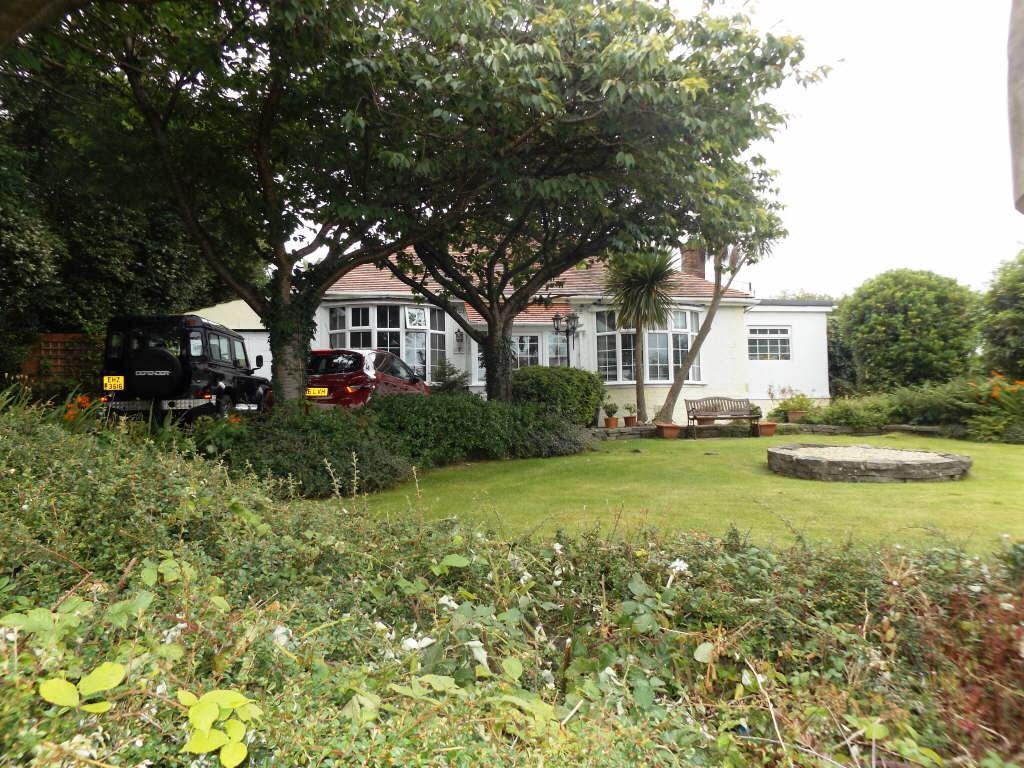 4 Bedrooms Detached Bungalow for sale in Trallwm Road, Llanelli, Carmarthenshire